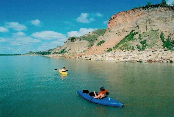 kayak-lake-sakakawea